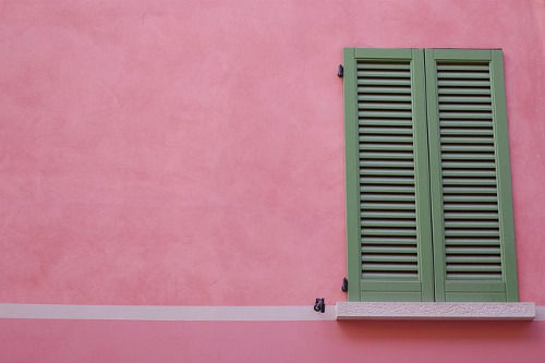 pared color rosa