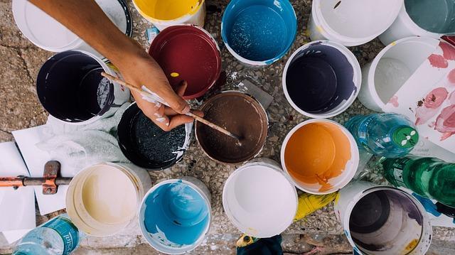 como abrir un bote de pintura